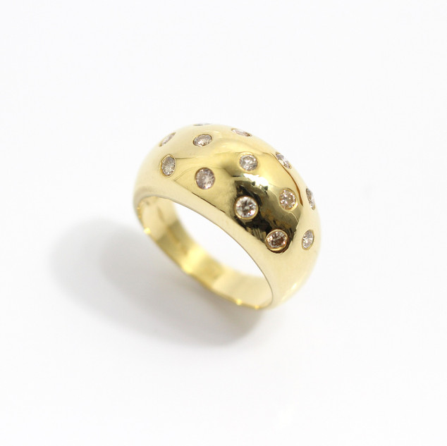 18ct yellow gold chunky Italian design diamond set ring. £750.00