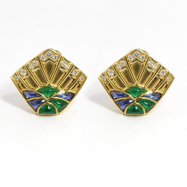 18ct yellow gold emerald, sapphire and diamond clip earrings. The chunky fan form earrings comprise of calibre cut cabachon emeralds and sapphires with brilliant cut diamonds above. The emeralds totalling 9.20cts, Sapphires 6.85cts and diamonds 0.47ct. Complete with clip fittings. £7,500.00