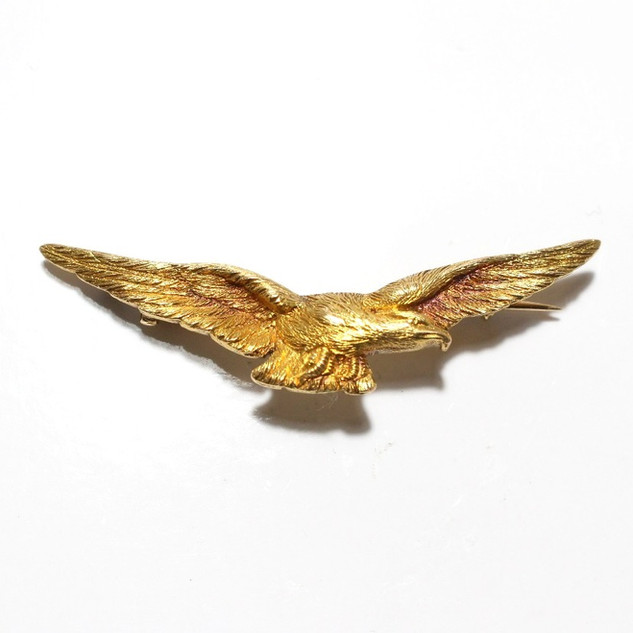 A 15ct yellow gold eagle. £425.00