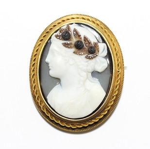 18ct yellow gold mounted hard stone cameo. £1,850.00