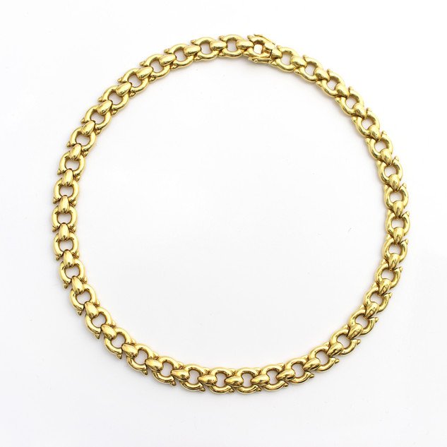 An exceptionally heavy 18ct yellow gold collar. In the form of articulated 'fox mask' links. Total weight 113g.