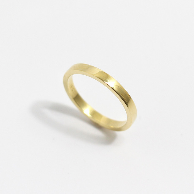 A platinum 'Flat' profile heavy weight wedding ring. Most wedding rings are priced by weight. This example is 2.5mm width and is a size N. £500.00 Please enquire for alternative price and sizing.