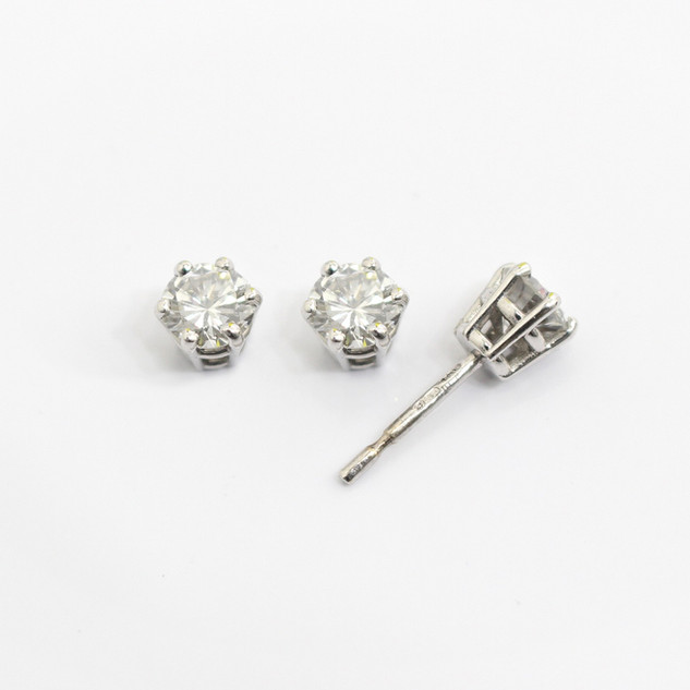18ct white gold diamond stud earrings. The modern brilliant cut diamonds 0.55ct each, H colour, Vs2/Si1 clarity. £3,850.00