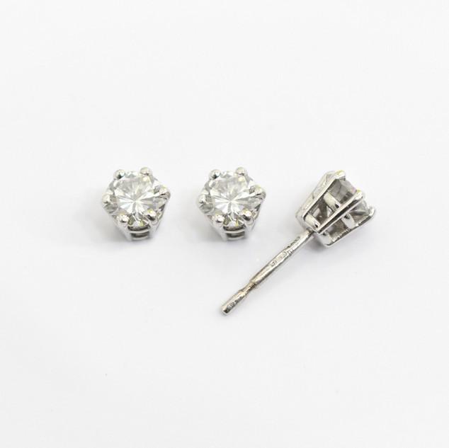 18ct white gold diamond stud earrings. The modern brilliant cut diamonds 0.55ct each, H colour, Vs2/Si1 clarity. £3,850.00