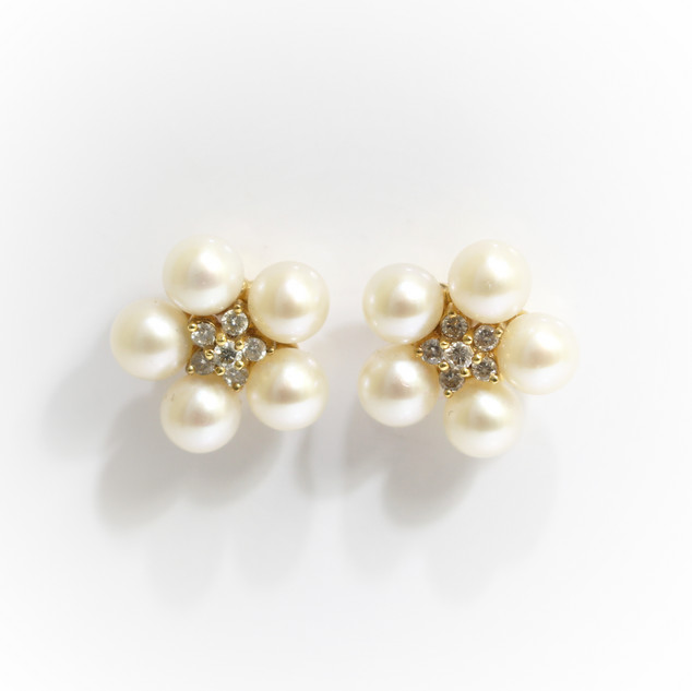 18ct yellow gold diamond and pearl flower cluster eearrings. The central flower cluster of brilliant cut diamonds with five cultured pearls to form the flower. £375.00