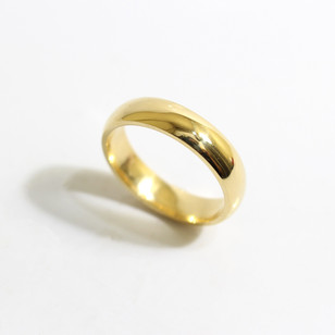 A 18ct yellow gold 'Court' profile heavy weight wedding ring. Most wedding rings are priced by weight. This example is 5mm width and is a size R. £780.00 Please enquire for alternative price and sizing.