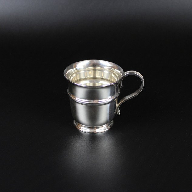 Cup shaped 1913   5 ½ oz  £325.00