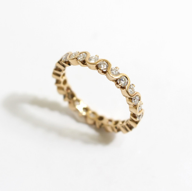 18ct rose gold diamond full eternity ring. The brilliant cut diamonds totalling 0.98ct, G colour, Vs1 clarity. To a wave and claw setting. £2,900.00  Available as a half eternity and in 18ct yellow gold and platinum.