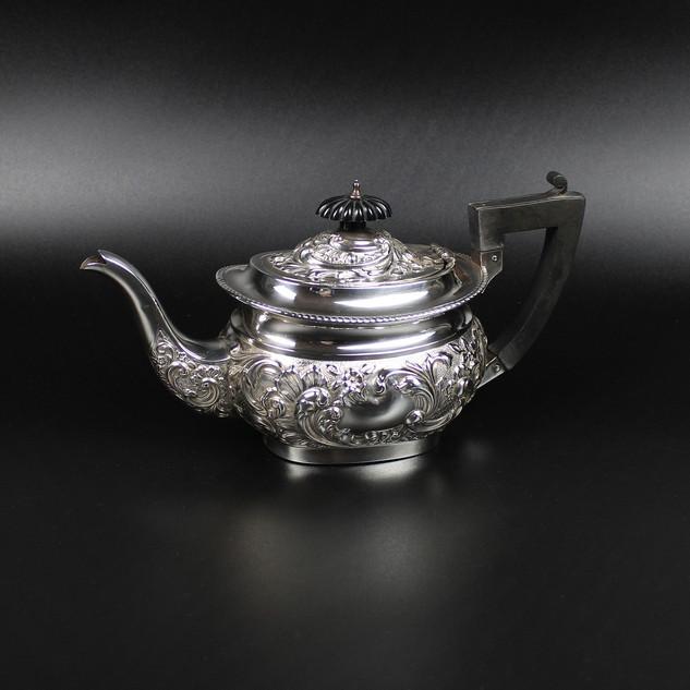 Birmingham 1898  Bachelor teapot Maker: T. H. 32 oz   £ 275.00
