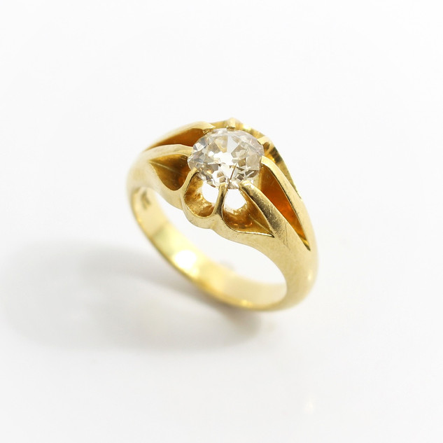 18ct yellow gold, old cut diamond ring. The diamond is approximately 0.90ct. Circa 1900. In good order. £2,500.00