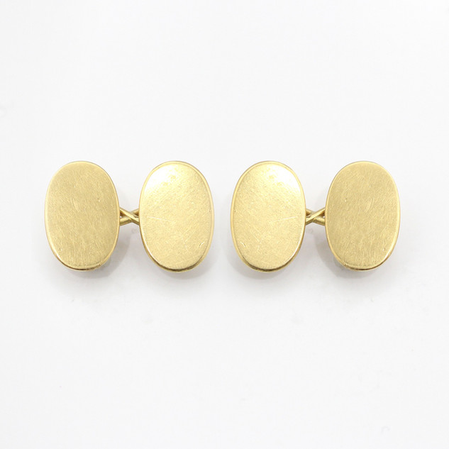 18ct yellow gold oval chain cufflinks. £475.00