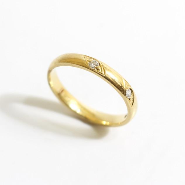 18ct yellow gold diamond set ring. £425.00