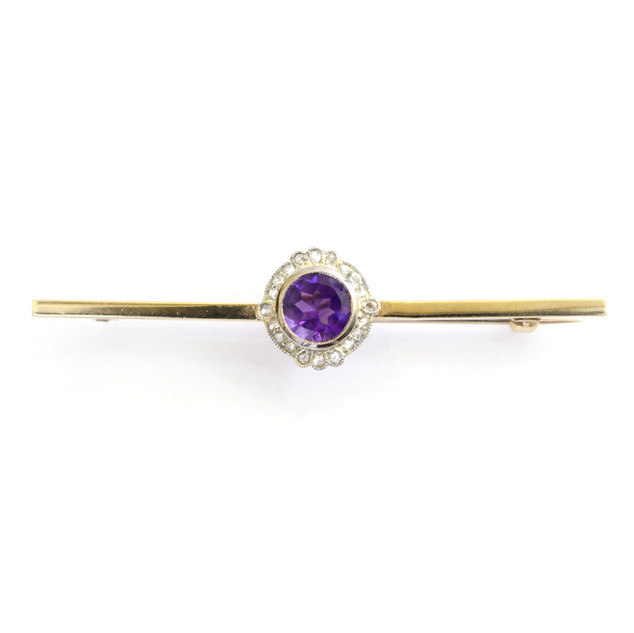 18ct gold a platinum fronted bar brooch with central amethyst and diamond cluster at centre. Circa 1920. £450.00