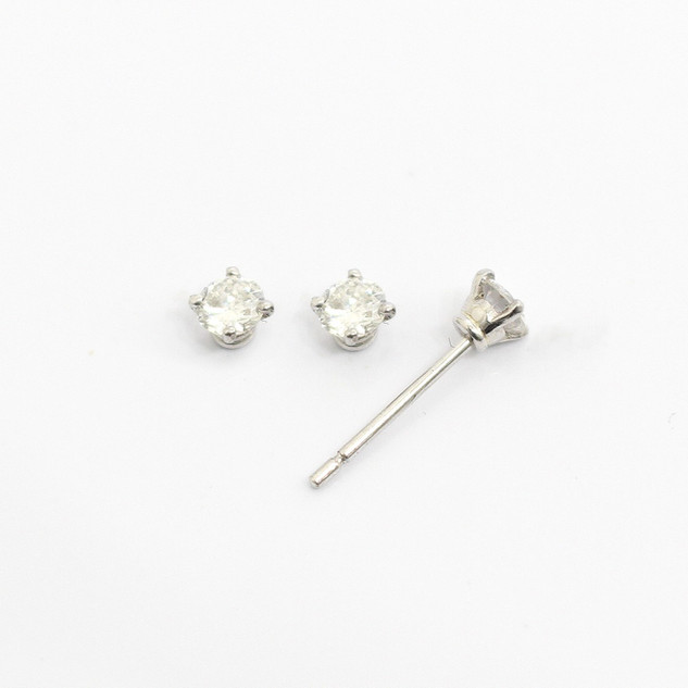 18ct white gold diamond stud earrings. The brilliant cut diamonds 0.15ct each, G colour, Si clarity. £850.00