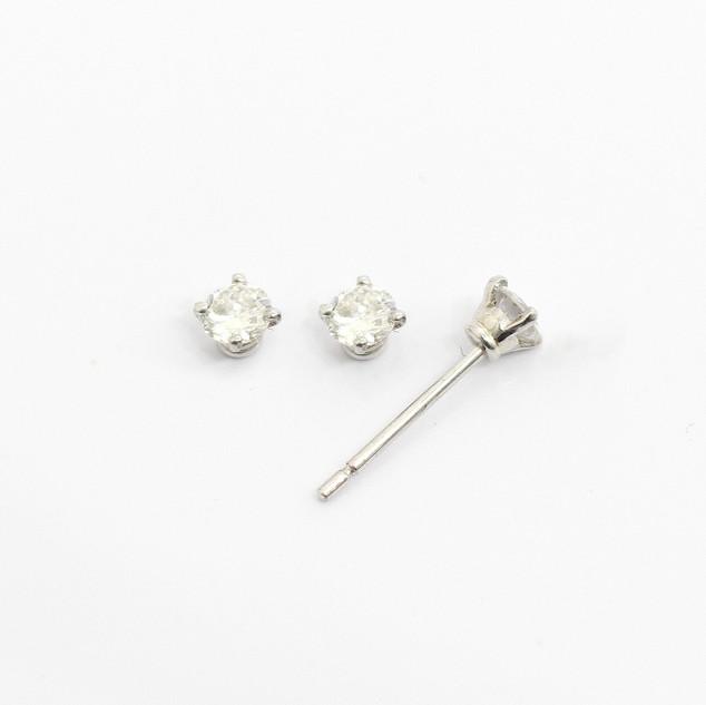 18ct white gold diamond stud earrings. The brilliant cut diamonds 0.15ct each, G colour, Si clarity. £850.00