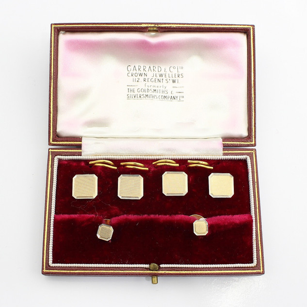 9ct yellow gold engine turned dress set. Fine condition. Cased. By Alabaster & Wilson. £625.00