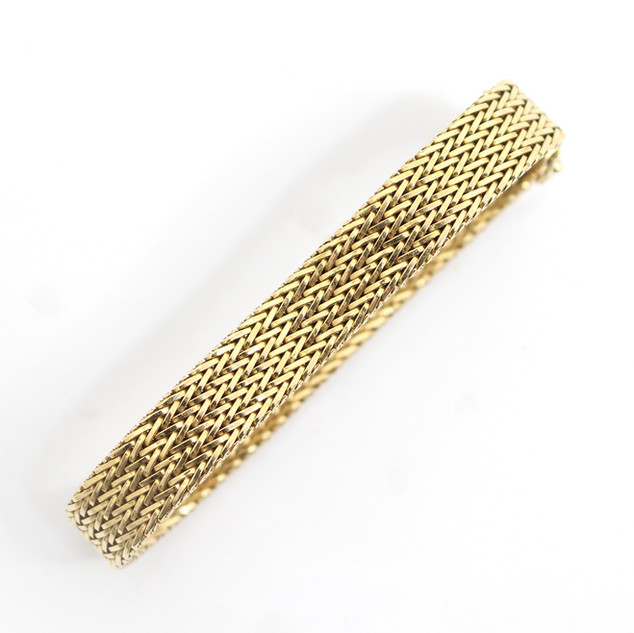 18ct yellow gold fancy flat woven link bracelet with an invisible clasp. 30 g. Fine order. £1,650.00