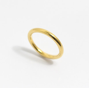 A 2mm 22ct yellow gold heavy weight 'curtain ring' wedding band. Grey-Harris & Co hallmark. Most wedding rings are priced by weight. This example is a size M. £450.00 Please enquire for alternative price and sizing.