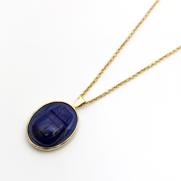 18ct yellow gold mounted lapis lazuli carved scarab beetle pendant. Completed on a heavy 18ct yellow gold curb link chain. £1,850.00