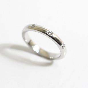 18ct white gold diamond set ring. Total weight of brilliant cut diamonds 0.23ct. £750.00