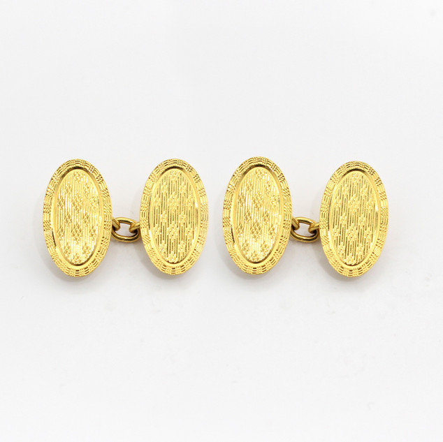 18ct yellow gold, decorated engine turned oval chain cufflinks. Birmingham 1925. £650.