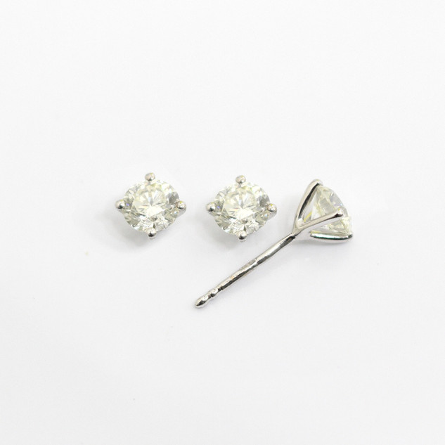 18ct white gold diamond stud earrings. The modern brilliant cut diamonds 0.50ct each, G/H colour, Si clarity. £3,750.00