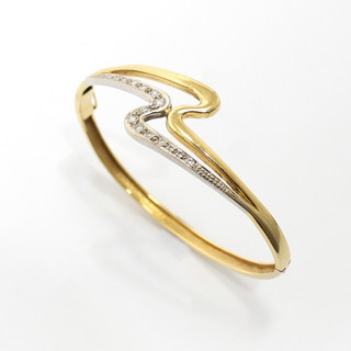 18ct yellow and white gold diamond set hinged bangle. The white gold section in 'Zig Zag' form, set with small circular modern brilliant cut diamonds. £1,650.00
