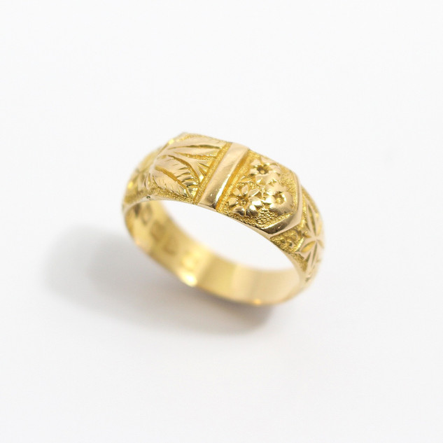 18ct yellow gold chased buckle form ring. £375.00