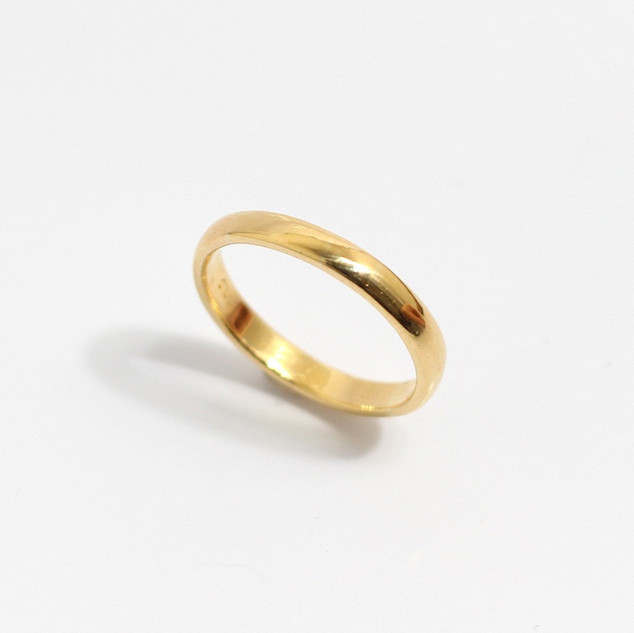 A 2mm 18ct yellow gold 'Court' profile wedding band. Grey-Harris & Co hallmark. Most wedding rings are priced by weight. This example is a size N. £325.00 Please enquire for alternative price and sizing.