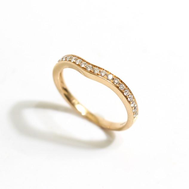 18ct rose gold diamond set wish bone shaped band, 0.20ct. £650.00