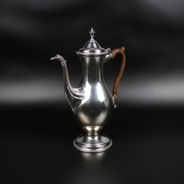 Elegant bellied pot with bead boarders  1786   Water brined  28 oz  12 ¾ inches  £3,500.00