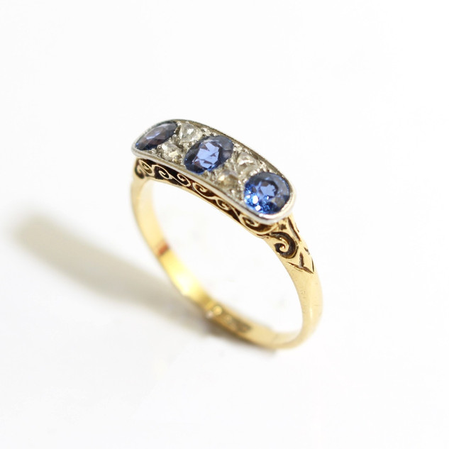 18ct yellow gold sapphire and rose cut diamond ring. £625.00