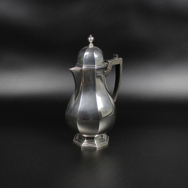Goldsmiths & Silversmiths Company 1912  Octagonal panelled coffee jug 10 ½ inches  22 oz   £ 750.00