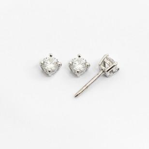 18ct white gold diamond stud earrings. The modern brilliant cut diamonds 0.30ct each, G colour, Vs2/Si1 clarity. £2,500.00