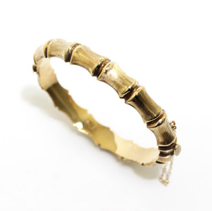 9ct yellow gold bangle. The hidged bangle in the form of baboo. Birmigham 1977. £545.00