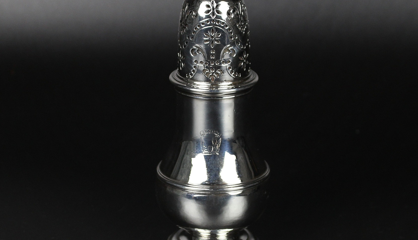 George I Pepper caster, 1717 by Thomas Banford. 5 ¾ inches  Motto - Sur Sum (upwards) Crest - A heart between wings  Probably Douglas family.  Britannia Standard  5 ½ oz   £ 2,800.00