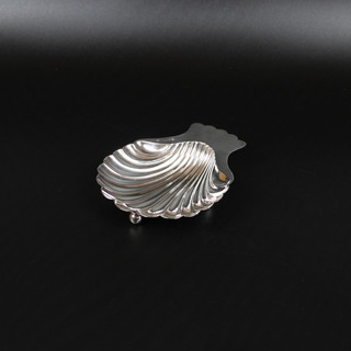 Butter dish with shell pattern 1893  2 ¾ oz  £ 90.00