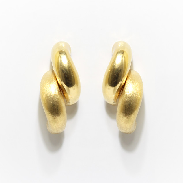 18ct yellow gold polished and matt feature earrings. £1,450.00