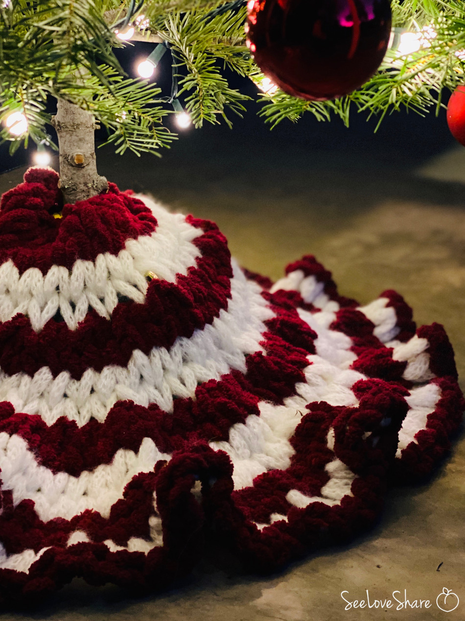 Blanket-EZ-Mini Tree Skirt - A Free Pattern