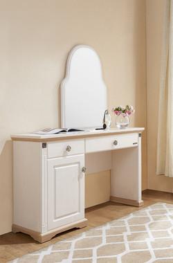 66210-vanity table