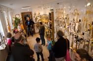 Betriebsführung, Kindergeburtstag, Kindergruppe oder Rentnergruppe. Alle die sich für die Reparatur, Neubau, Vermietung, Verkauf und Verleih von Querflöte, Klarinette, Saxophon, Trompete, Posaune, Tenorhorn, Bariton, Horn, Euphonium und Tuba interessieren sind bei Tengler Blasinstrumente in Stuttgart Goldrichtig.