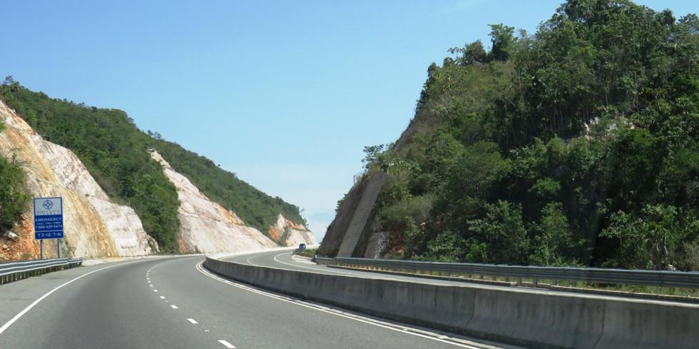 Highway from Kingston to Ocho Rios (6).J