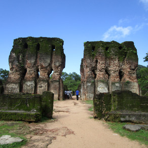 Explore the ancient city of Plonnaruwa on a bicycle!