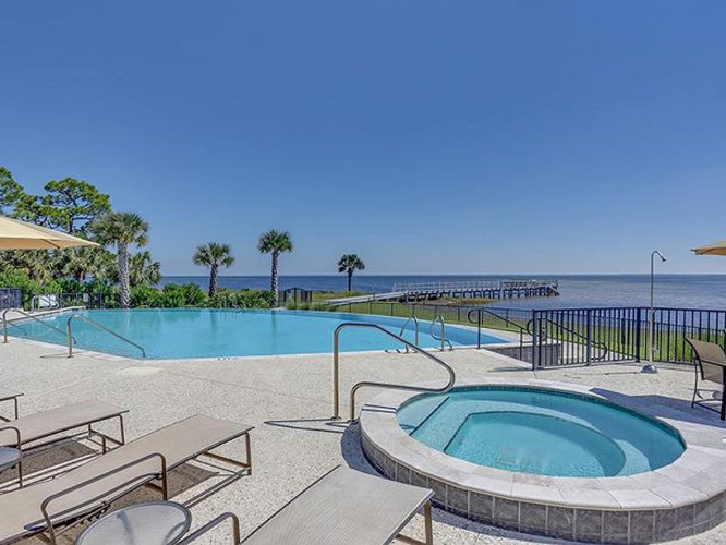 Ovation Bayside Pool and Spa