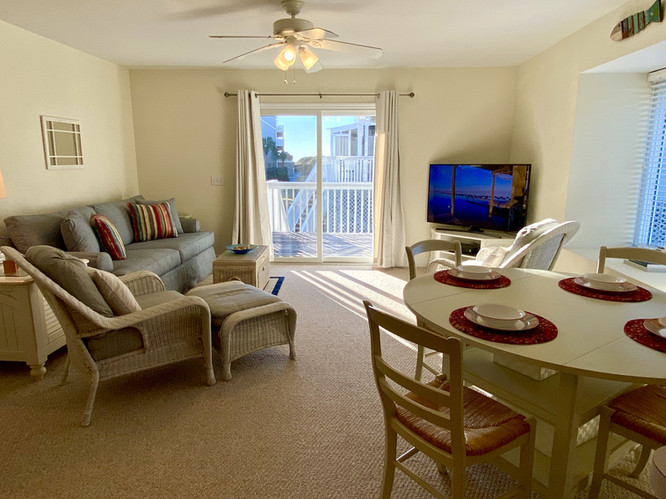 Comfortable living & dining area