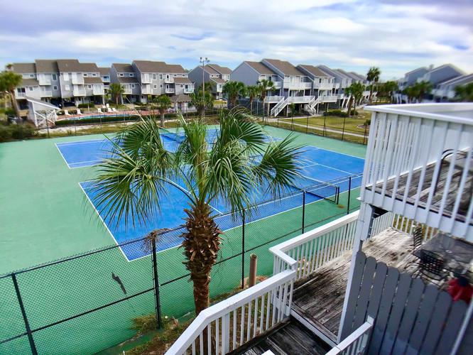 Master deck overlooks tennis courts & po