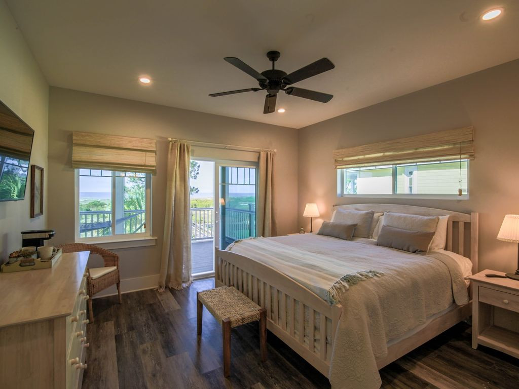 King Master Bedroom 2 Gulfside Opens to