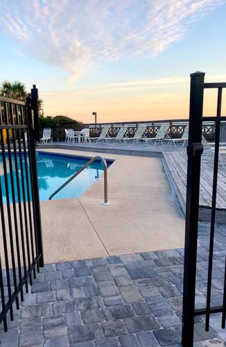 Gulf pool gate