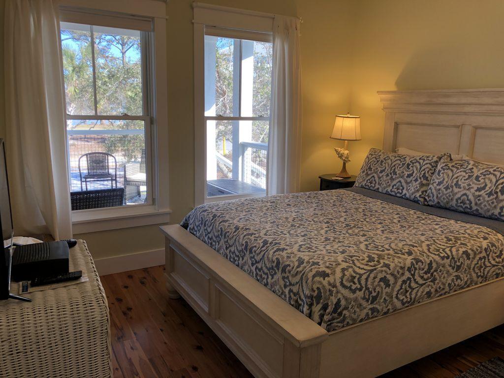 Queen Bedroom on Bayside 1st Floor