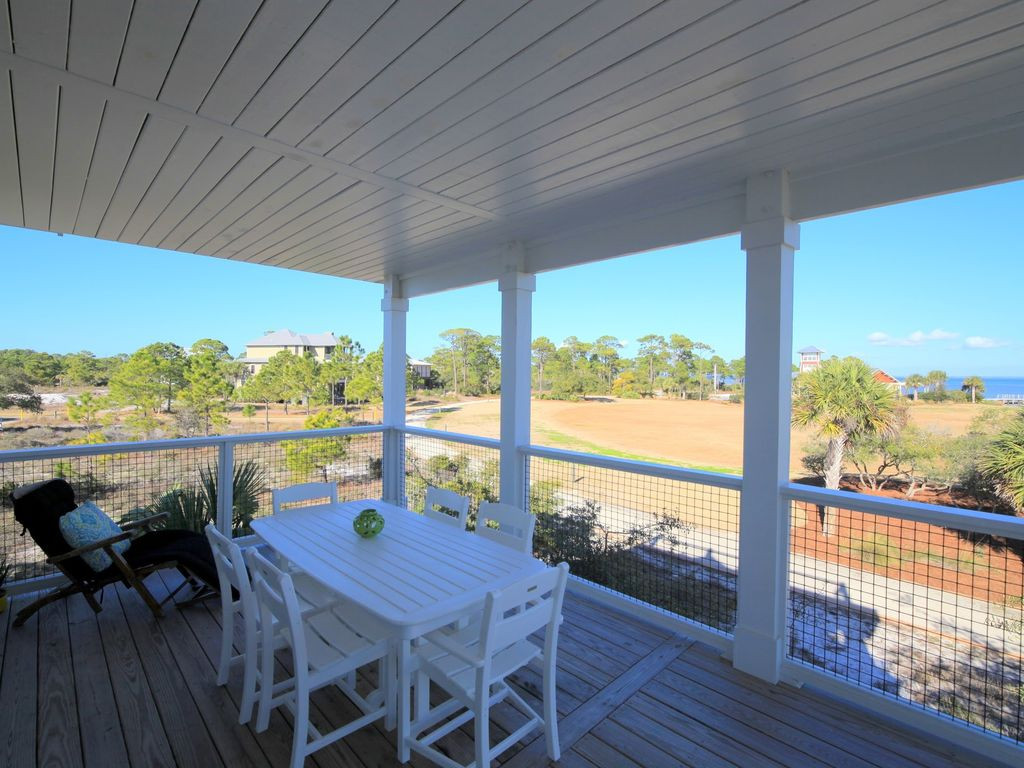 Beautiful Covered Porch Overlooking Bay
